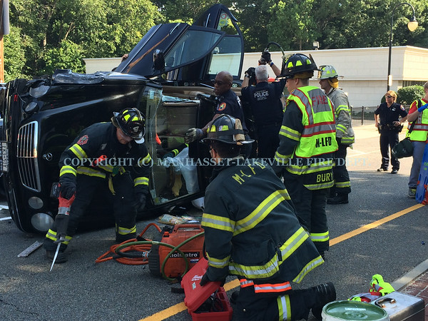 M-LFD Responds to Overturned Automobile in Great Neck Plaza