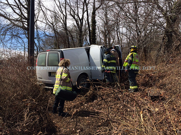 Manhasset-Lakeville F.D. Squad 8759 & Ambulance 8768 Handle Van Into The Woods